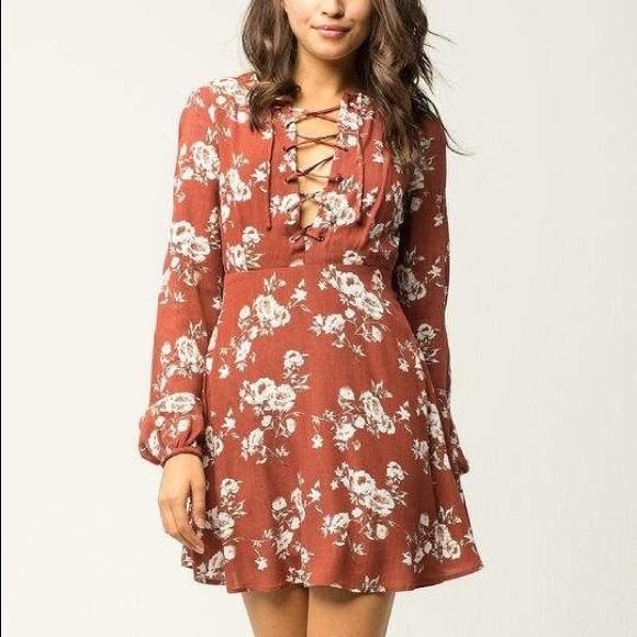 Chloe & Katie Dresses & Skirts - Cute sleeved dress 🍁